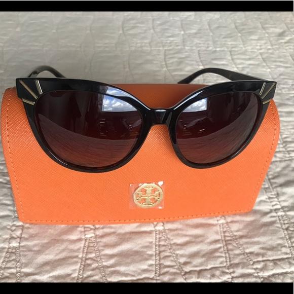 3ef783cd1b252 Tory Burch Sunray Cat Eye sunglasses. M 5c131366df0307a74026d0ad. Other  Accessories ...